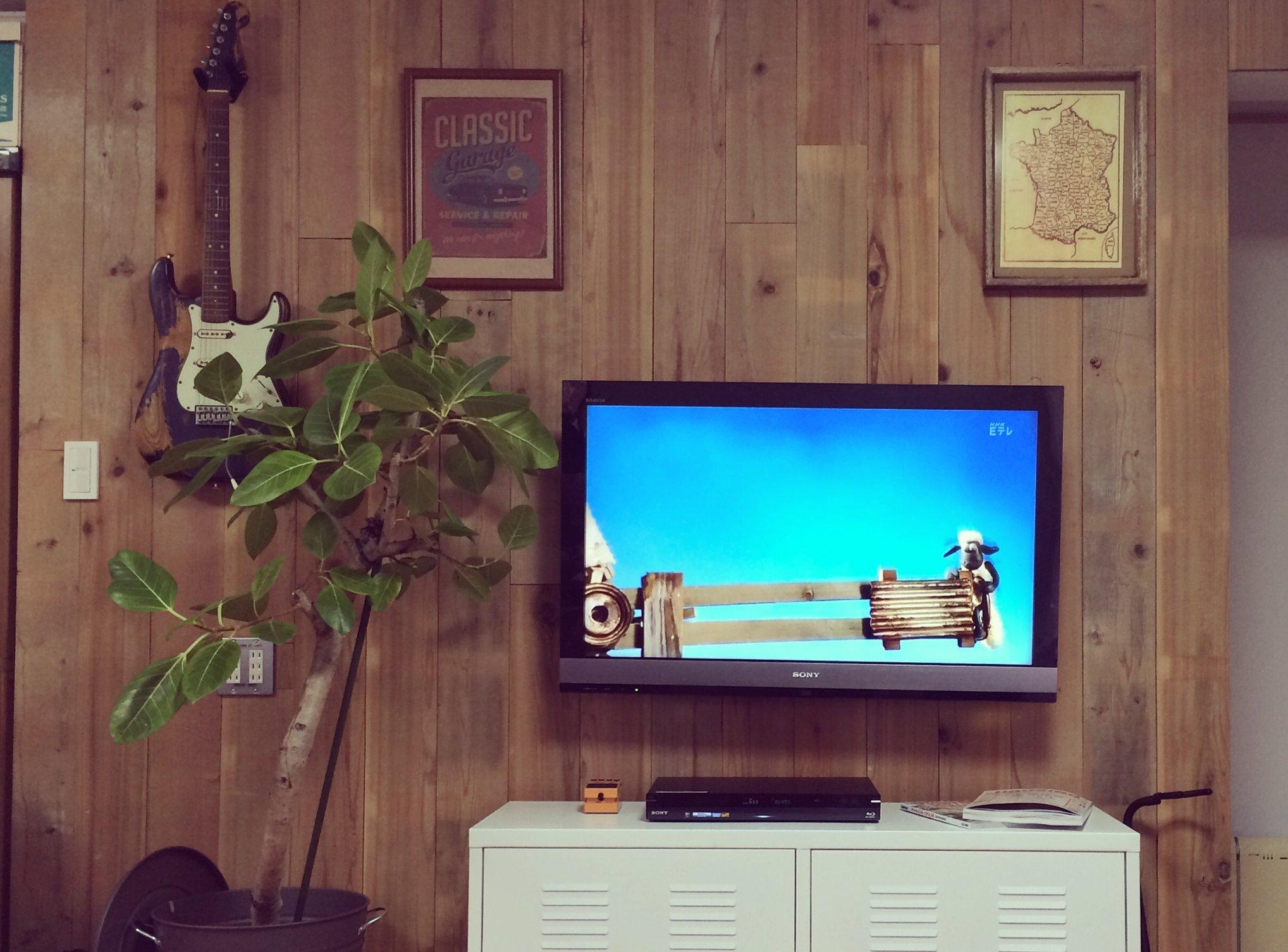 リビング間仕切りを木製壁材で超おしゃれにDIY!